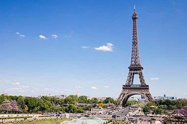 Letovi u / za Pariz Francuska, na slici Eiffelov toranj atrakcija